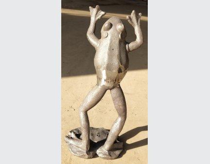 small iron garden items,samll iron frog,