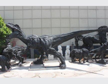 Tire regeneration animal sculpture deinonychus